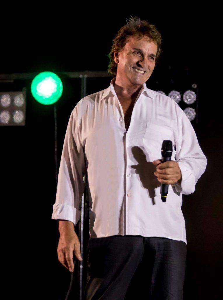 Christian delagrange, chanteur sur scène
